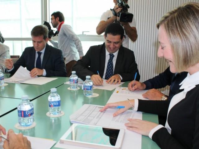 L'alcalde Toni Francés signa l'acord pel qual s'invertiran 6 milions d'euros a la ciutat