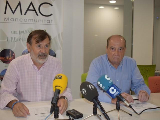 El director del CEEI Alcoi-València, Jesús Casanova, amb el president de la Mancomunitat, Manolo Gomicia