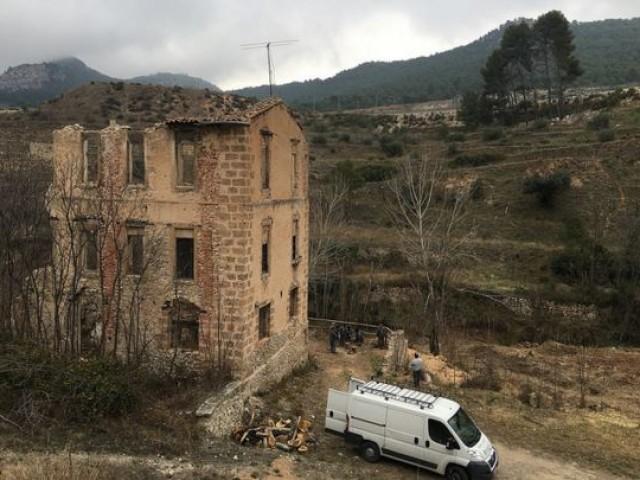 Una de les fàbriques en ruïnes al Molinar