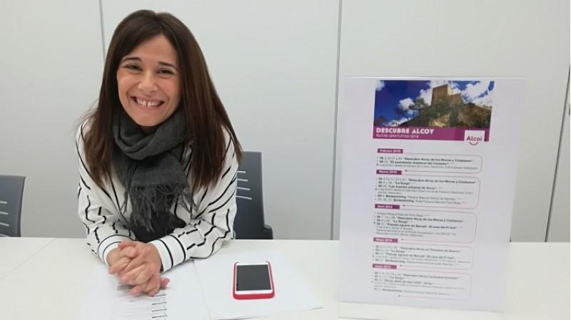 La regidora de turisme Lorena Zamorano, presenta les rutes Descobreix Alcoi per a l'edició 2018