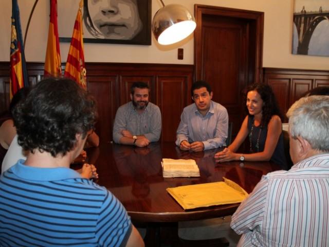 Reunió entre representants contestans i alcoians / Ajuntament d'Alcoi