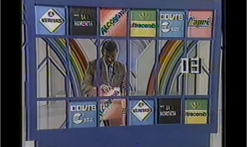 Una imatge del programa de Berugo Carámbula. El logo d'Alcoyana és el tercer per la dreta