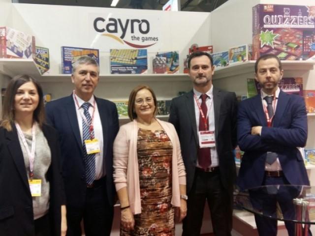 Climent amb Dolores Parra i José Antonio Pastor a l'expositor de l'empresa de Dénia Cayro.