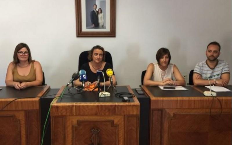 Inma Orozco, de la executiva nacional del BLOC; Jacqueline Cerdà, alcaldessa; i els regidors Eli Pérez i Carolina Ivàñez / R. Lledó