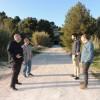 El regidor Jordi Pla i el senador Jordi Navarrete, tots dos de Compromís, visiten la zona on s'ha de construir la pasarel·la