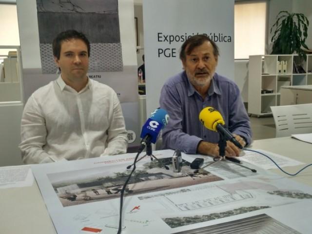 L'arquitecte alcoià Héctor Payá i el regidor Manolo Gomicia presenten les conferències/AM
