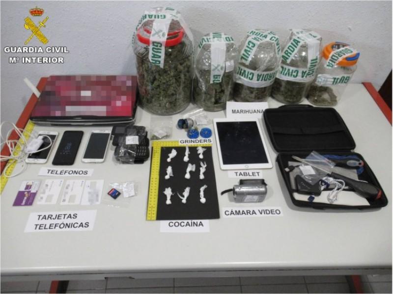 Tot el material confiscat en l'escorcoll