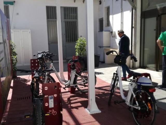 El Mercat de Sant Roc et facilita l'aparcament si vas a comprar en bici