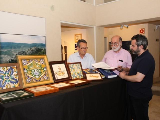Part de la última donació a l'Ajuntament d'Alcoi. 342 peces de taulelleria i paviment hidràulic que es custodiaran al Museu Arqueològic