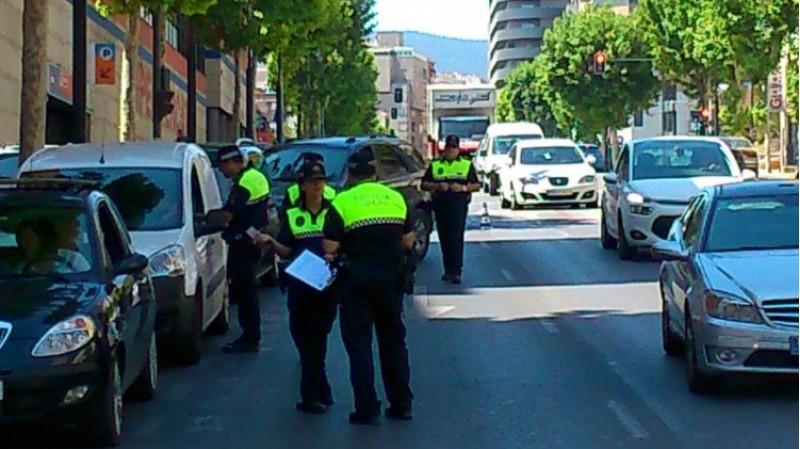 Imatge d'arxiu d'un control policial de trànsit a Alcoi