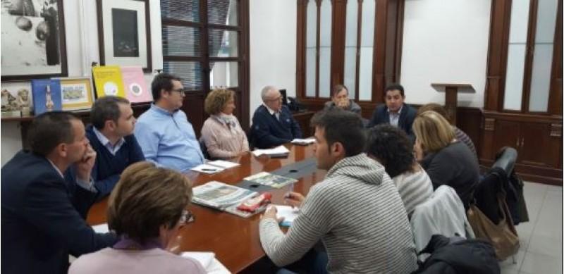 Reunió del govern amb representants dels centres educatius per explicar Edificant / Ajuntament