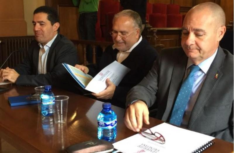 Reunió amb els alcaldes per explicar el Fons Autonòmic de Cooperació Municipal / R. Lledó
