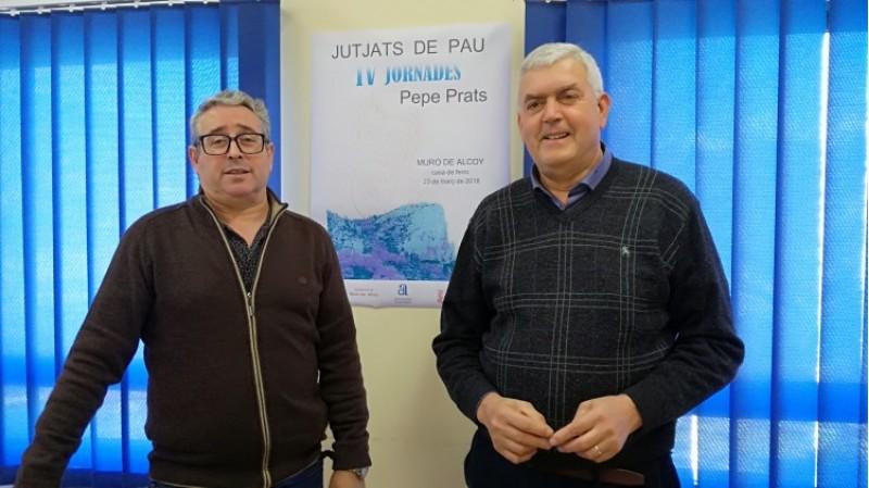 A la dreta, el jutge de Pau de Muro, Eduardo Monter. A l'esquerra, el secretari del jutjat, Juan Pedro Pelegrín/AM