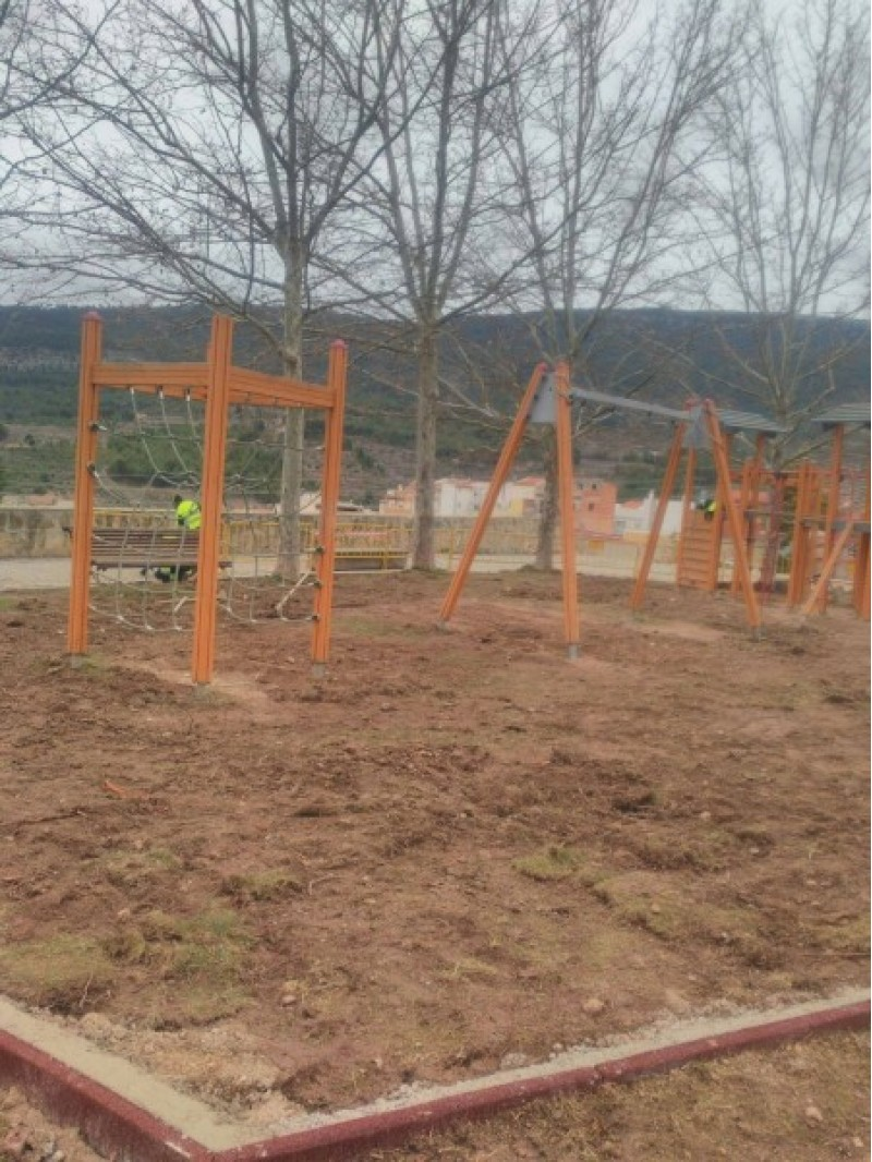 En marxa les obres per a millorar la zona de jocs del parc de Batoi a Alcoi / Ajuntament d'Alcoi