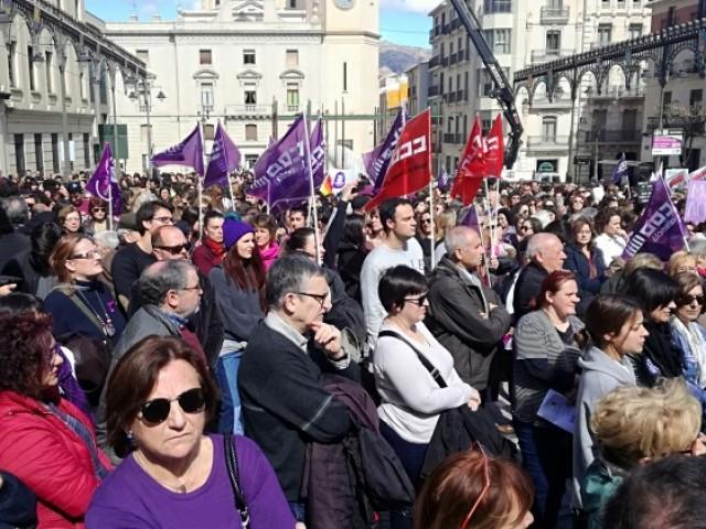 6.000 persones en l'espectacular i multitudinària manifestació pel dia de la Dona a Alcoi