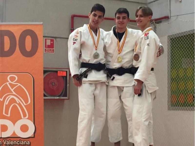 Gaizka Porras amb els judokes que completaren el podi / Club Judo Alcoi