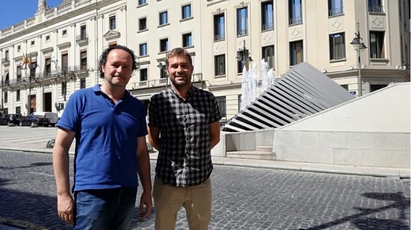 Gerard Fullana amb el portaveu de Compromís Alcoi, Màrius Ivorra/AM