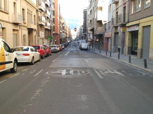 El carrer Entença d'Alcoi, pendent d'una renovació total