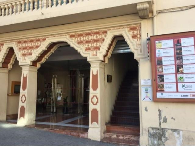 Entrada al Teatre Principal / R. Lledó