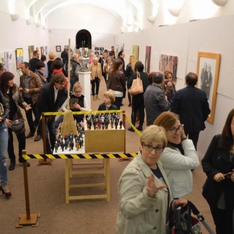 La sala on exposen els artistes locals / Fira
