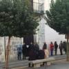 Exteriors de l'ASJ durant la venda de cadires / R. Lledó