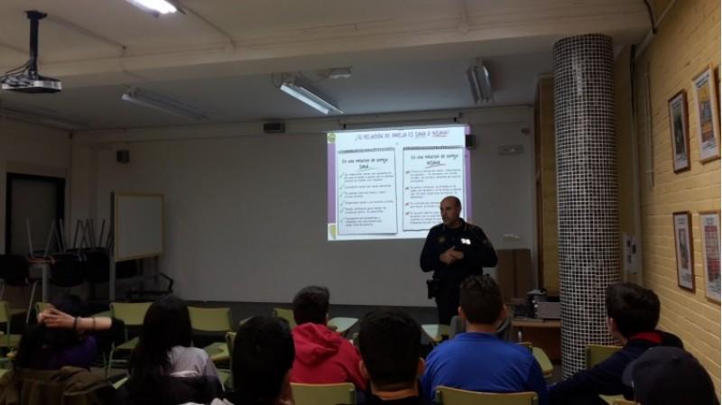 L'Ajuntament de Cocentaina imparteix xarrades centrades en la prevenció de la violència de gènere / Ajunt. Cocentaina