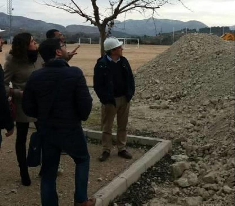 L'Ajuntament de Cocentaina vol proposar la continuació de la segona fase de remodelació del Camp de futbol de la Via / Govern Contestà