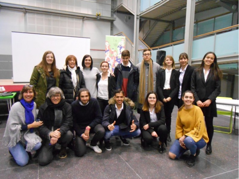 L'IES Serra de Mariola de Muro d'Alcoi guanyadors de la plaça per anar a la Lliga de Debat de Secundària i Batxillerat de la Xarxa Vives a la Universitat d'Alacant