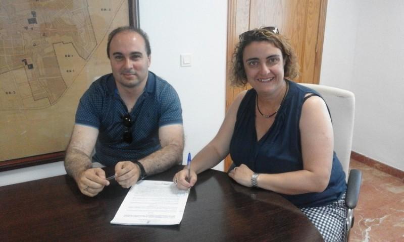 Cerdà i Gisbert signen la col.laboració / Coordinadora