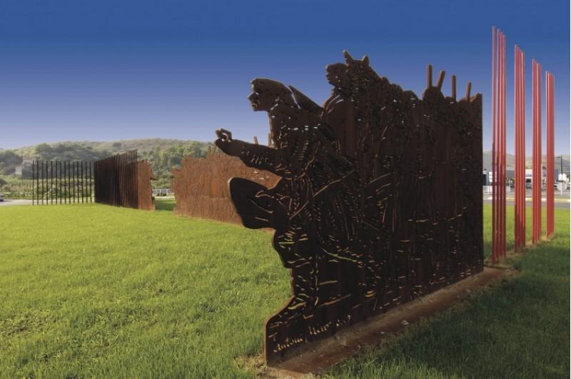 L'escultura de Miró va ser focus de polèmica quan l'alcalde de Gandia va manifestar la intenció de canviar-la de lloc./ AM