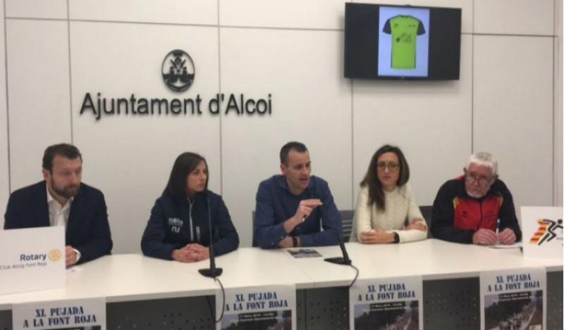 Jordi Linares, Eva Ramos, Alberto Belda, Lorena Rodríguez i Toni Giner en la presentació de la 40 Pujada a la Font Roja / R. Lledó