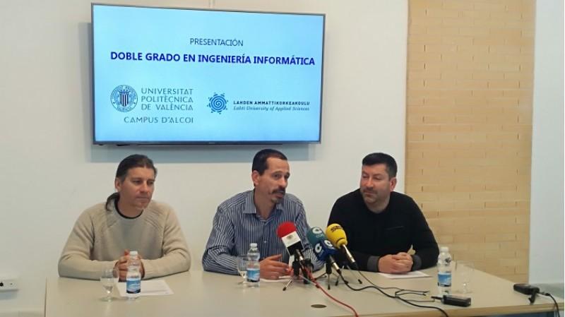 Presentació del doble Grau d'Informàtica al campus d'Alcoi de la UPV. D'esquerra a dreta, Rubén Pérez, dtor acadèmic del Grau D'Informàtica: Pau Micó, subdirector de relacions internacionals del Cmapus d'Alcoi, i Jordi Linares, professor del departament de sistemes informàtics.