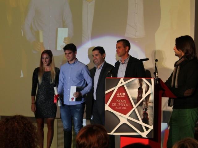 L'ajuntament d'Alcoi dona a 11 esportistes locals no professionals les ajudes econòmiques / Ajuntament d'Alcoi
