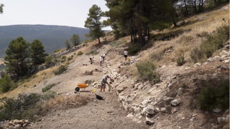 La muralla de l'Antic Al-Q?y ix a la llum gràcies a les excavacions del Castellar d'Alcoi / Ajunt. Alcoi