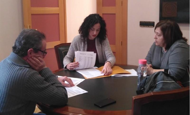 L'alcaldessa i regidora d'educació Mireia Estepa, amb la directora del Bosco Rosana Valls.