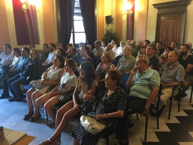 Més de 40 persones han assistit a la reunió / R. Lledó