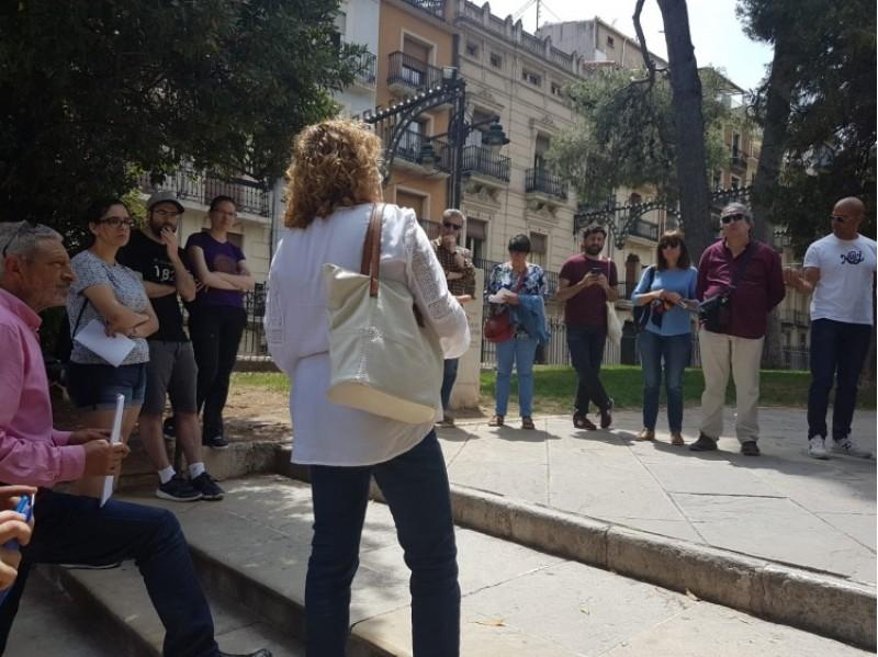 Molt d'interés i gran afluència en la visita guiada pel cas urbà d'Alcoi
