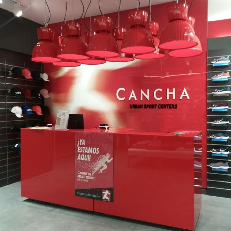 Més calçat i moda al centre comercial Alzamora d'Alcoi amb l'apertura de dos noves tendes / CC Alzamora