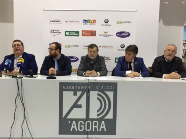 Fernando Villanueva, Qunio Palací, Manolo Gomicia, Rafael Moya i Francisco Cobacho a la presentació de Futuremos / R. Lledó