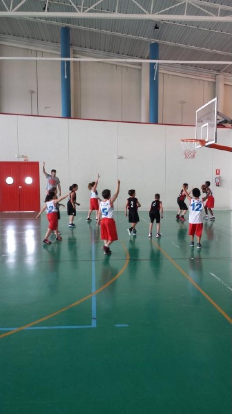 Més de 800 joves esportistes participen en les XII hores esportives de Muro / Villa de Muro