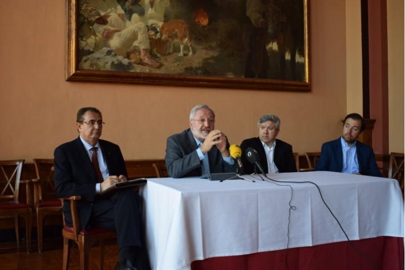 D'esquerra a dreta: l'advocat Javier Jimeno, Enrique Masià, Josep Lluis Santonja i l'historiador Gabriel Guillem