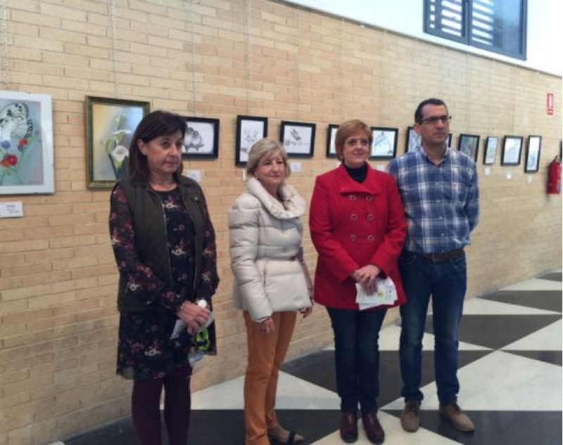 Rosa Vercher, Lirios Aracil, Ángeles Moya i Manolo Llorca a l'exposició / R. Lledó