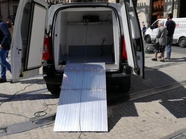 Nova furgoneta per a pujar les despulles animals als voltors del projecte Canyet