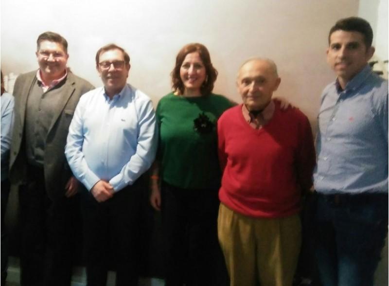 La nova junta directiva de Cs Cocentaina amb Rosa García / Enrique Peidro