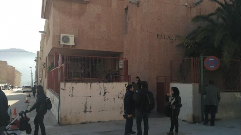 La premsa espera a les portes del jutjat a Ortiz, però no s'ha presentat/AM