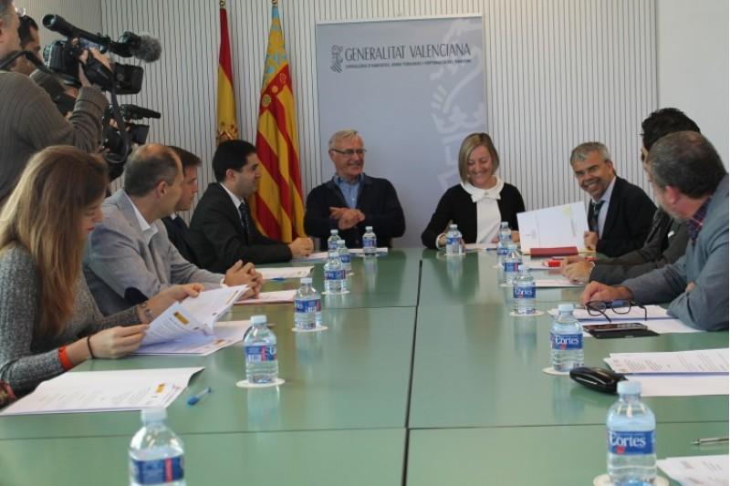 Alguns dels alcaldes dels municipis que s'han beneficiat del Pla de rehabilitació (28-10-15) / AM