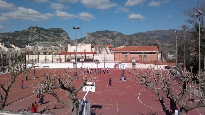 Imatge facilitada per Podem Alcoi. Pati d'un col·legi a Alcoi