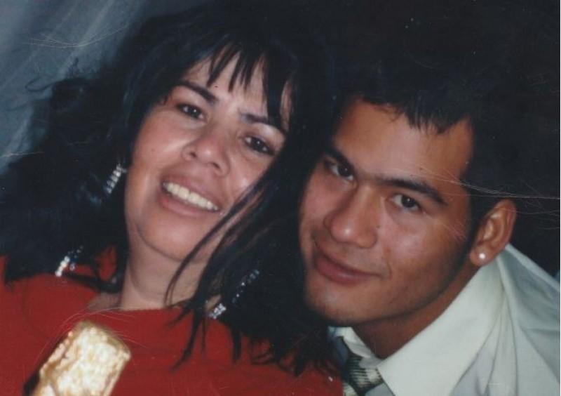 Víctor Parada amb sa mare / Imatge cedida per la família
