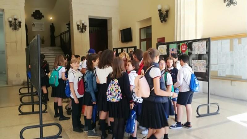 Els alumnes, moments després del lliurament del premi del concurs d'Educació Viària