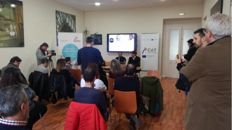 Un moment de la inauguració de l'aula CDT a l'oficina de turisme d'Alcoi